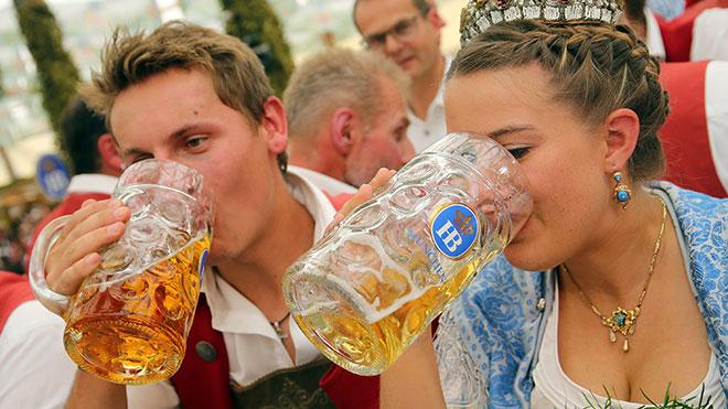 Октоберфестовское пиво и еда